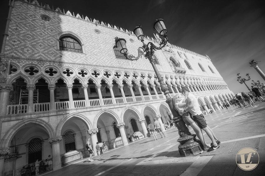 Fotografia di fidanzamento a Venezia. Proposta di matrimonio a sorpresa. Luca Fabbian fotografo in Veneto