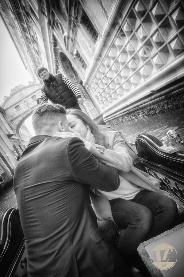 Proposta di matrimonio in gondola, sotto il ponte dei Sospiri, Venezia