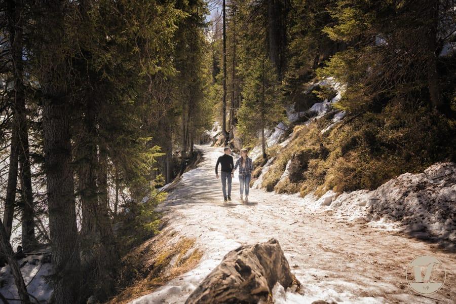 Foto di coppia lago di Braies . Luca Fabbian fotografo di coppia, fidanzamento, matrimonio Dolomiti - Trentino Alto Adige