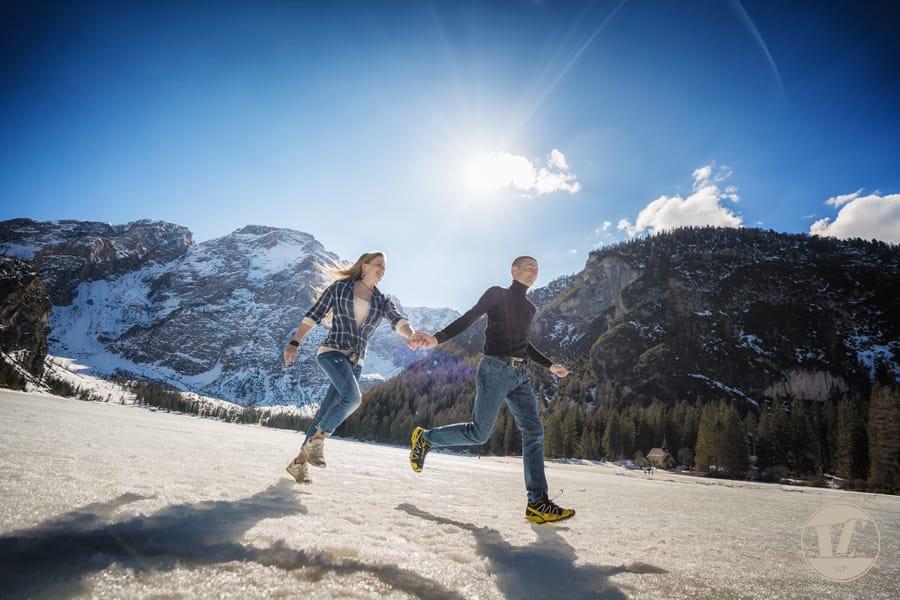 Foto di coppia lago di Braies - Dolomiti - Trentino Alto Adige . Luca Fabbian fotografo