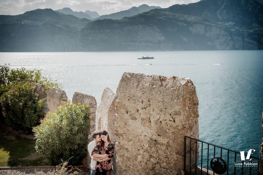 servizio fotografico di coppia al castello scaligero di Malcesine