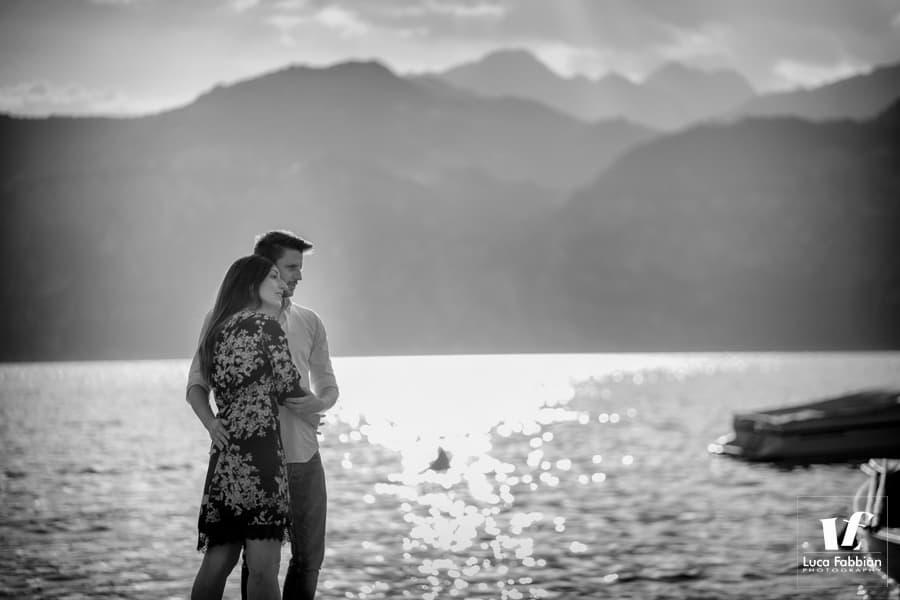 foto di coppia pre matrimonio al lago di Garda